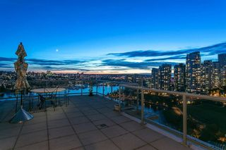 Photo 13: 2201 1328 MARINASIDE CRESCENT in Vancouver: Yaletown Condo for sale (Vancouver West)  : MLS®# R2507733