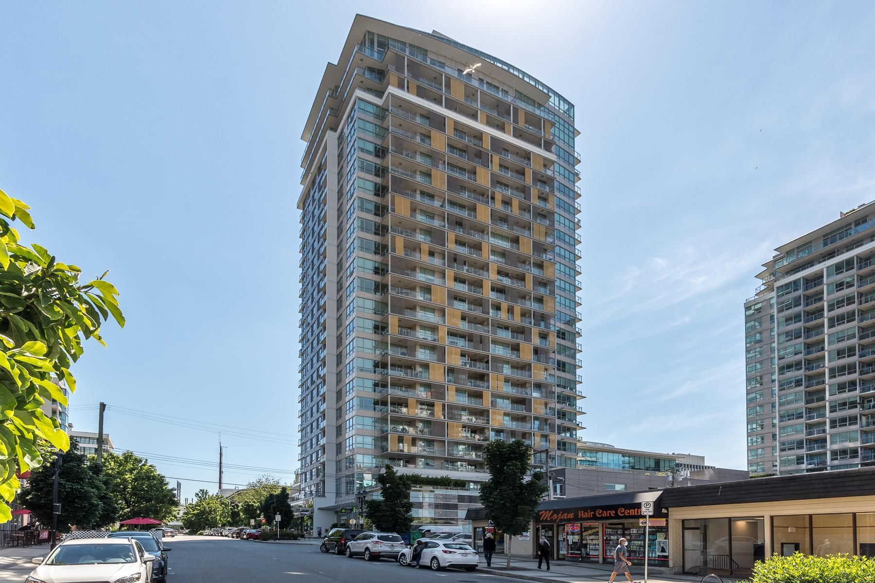 """Main Photo: 2009 125 E 14TH Street in North Vancouver: Central Lonsdale Condo for sale in """"Centerview"""" : MLS®# R2598255"""