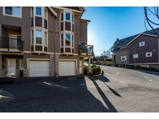 "Photo 2: 1 33321 GEORGE FERGUSON Way in Abbotsford: Central Abbotsford Townhouse for sale in ""Cedar Lane"" : MLS®# R2438184"