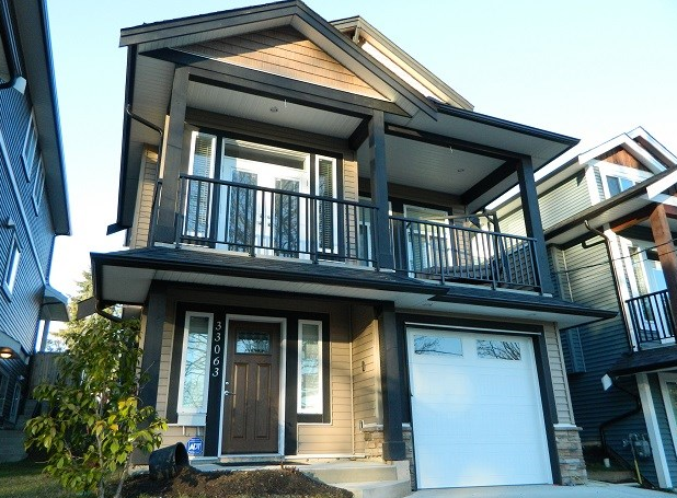Main Photo: 33063 Hill Avenue in Misson: Mission BC House for sale (Mission)  : MLS®# r2078764