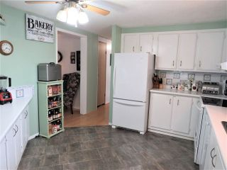 """Photo 13: 61 5742 UNSWORTH Road in Sardis: Vedder S Watson-Promontory Manufactured Home for sale in """"Cedar Grove"""" : MLS®# R2405974"""