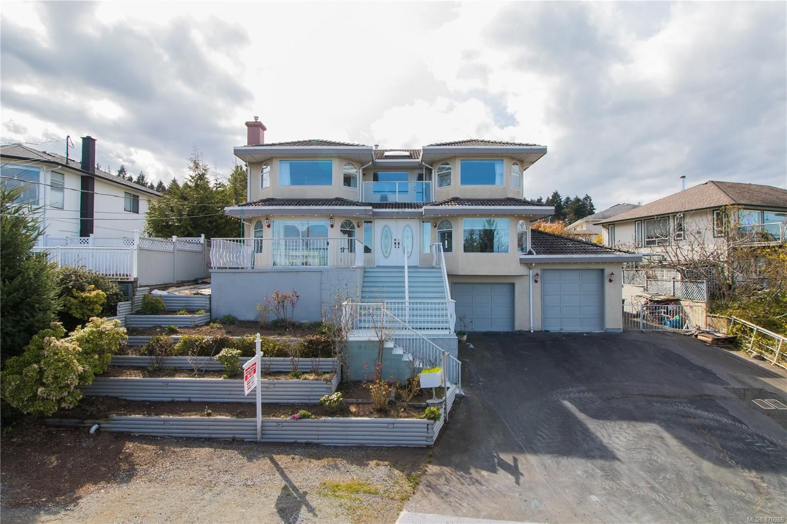 Main Photo: 365 Trinity Dr in : Na University District House for sale (Nanaimo)  : MLS®# 870986