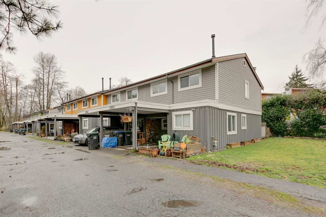 "Main Photo: 39820 NO NAME Road in Squamish: Northyards Townhouse for sale in ""MAMQUOM MEWS"" : MLS®# R2043298"