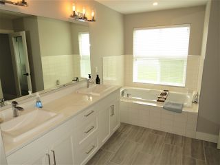 """Photo 10: 52764 STONEWOOD Place in Rosedale: Rosedale Popkum House for sale in """"Stonewood"""" : MLS®# R2383488"""