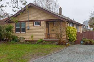 Photo 2: 2312 Mills Rd in : Si Sidney North-East House for sale (Sidney)  : MLS®# 862210