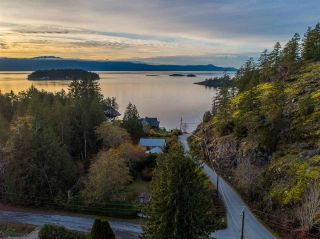 Photo 3: 4242 IRVINES LANDING ROAD in Pender Harbour: Pender Harbour Egmont House for sale (Sunshine Coast)  : MLS®# R2420023