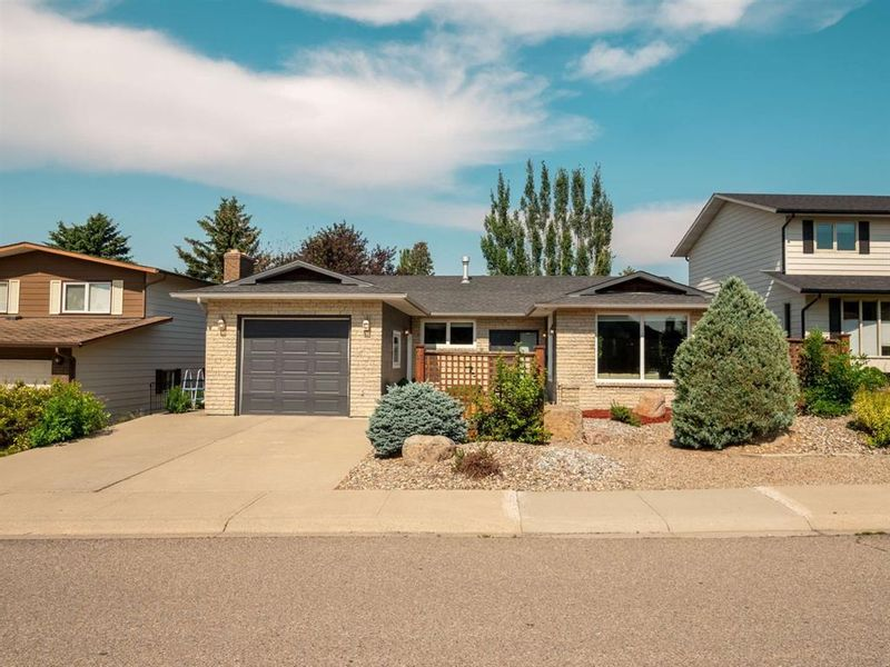 FEATURED LISTING: 11 Kings Road South Lethbridge