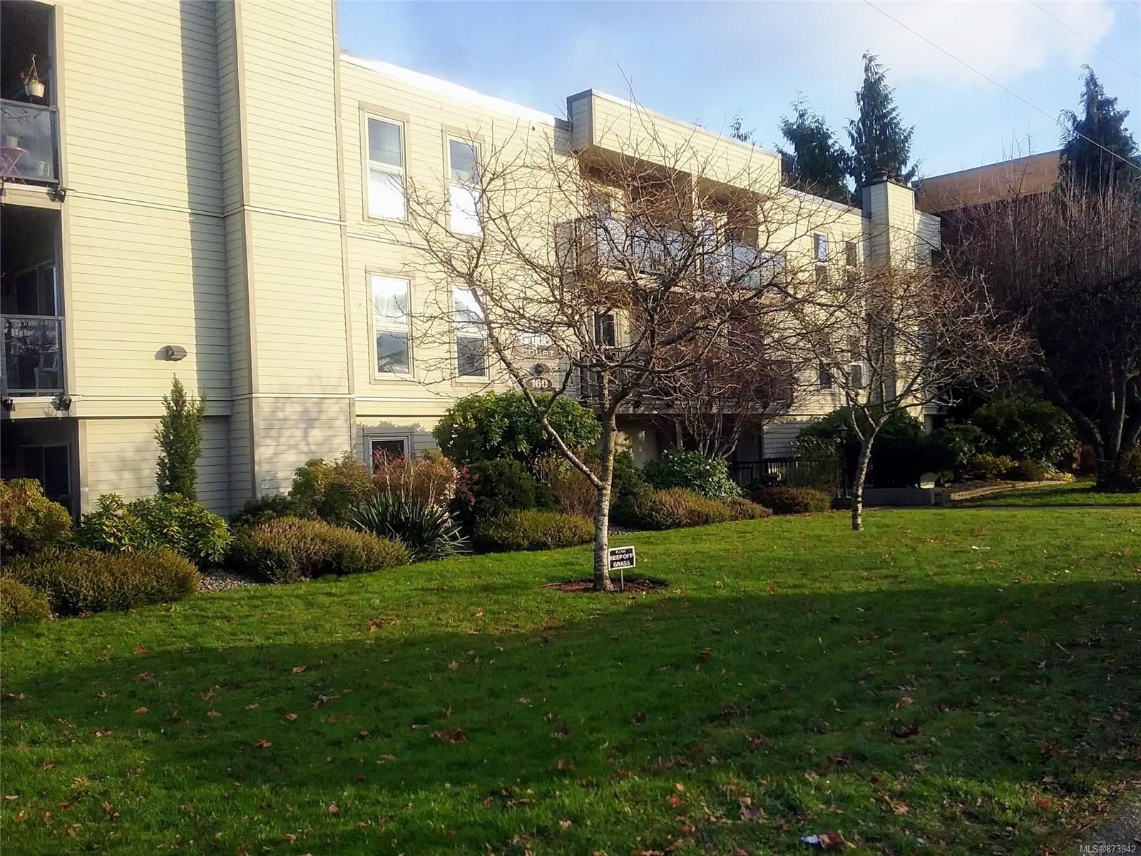 Main Photo: 206 160 Vancouver Ave in : Na Brechin Hill Condo for sale (Nanaimo)  : MLS®# 873942