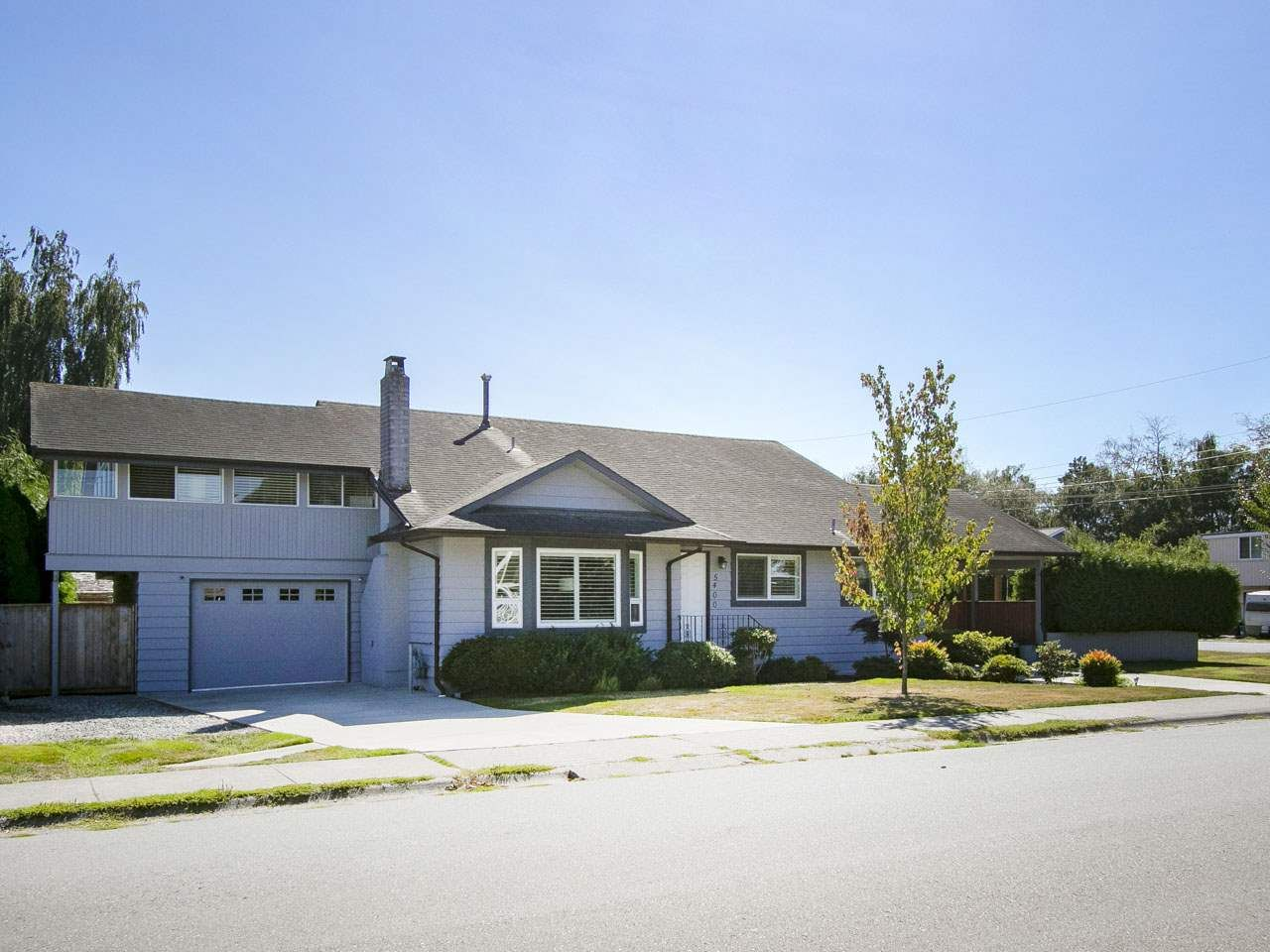 Main Photo: 5400 45 Avenue in Delta: Delta Manor House for sale (Ladner)  : MLS®# R2200512