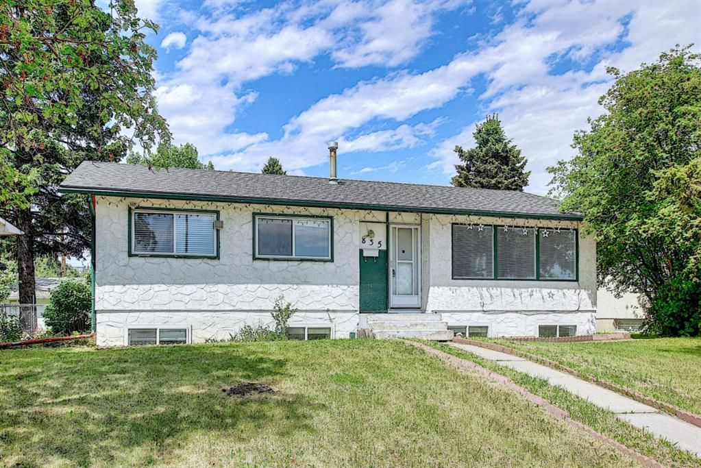 Main Photo: 835 Forest Place SE in Calgary: Forest Heights Detached for sale : MLS®# A1120545