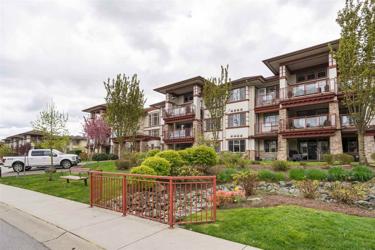 """Main Photo: 105 16447 64 Avenue in Surrey: Cloverdale BC Condo for sale in """"St. Andrew's"""" (Cloverdale)  : MLS®# R2159820"""
