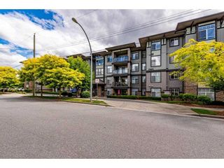 """Photo 2: 311 2068 SANDALWOOD Crescent in Abbotsford: Central Abbotsford Condo for sale in """"The Sterling"""" : MLS®# R2591010"""