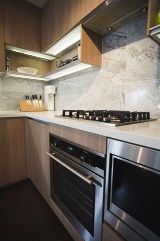 Photo 2: 807 13750 100 Avenue in Surrey: Whalley Condo for sale (North Surrey)  : MLS®# R2557475