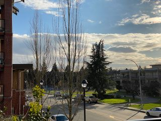 """Photo 2: 236 5660 201A Street in Langley: Langley City Condo for sale in """"Paddington Station"""" : MLS®# R2536541"""