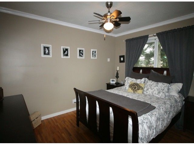 Photo 6: Photos: 17400 58A AV in Surrey: Cloverdale BC House for sale (Cloverdale)  : MLS®# F1304444