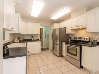 """Photo 11: 305 1150 LYNN VALLEY Road in North Vancouver: Lynn Valley Condo for sale in """"The Laurels"""" : MLS®# R2496029"""