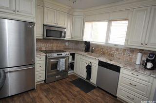 Photo 2: 813 Macklem Drive in Saskatoon: Massey Place Residential for sale : MLS®# SK856096