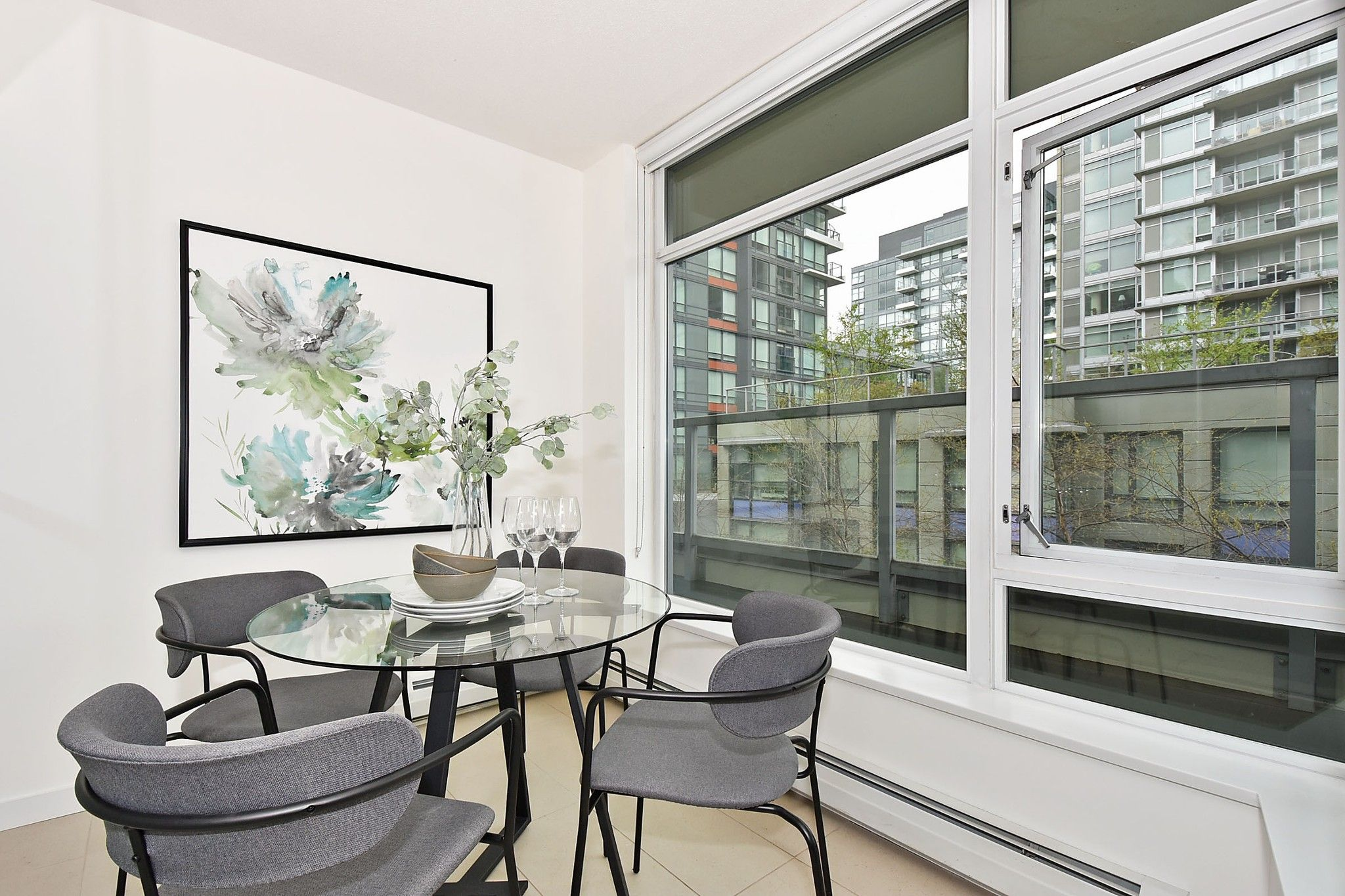 """Photo 10: Photos: 306 138 W 1ST Avenue in Vancouver: False Creek Condo for sale in """"WALL CENTRE FALSE CREEK"""" (Vancouver West)  : MLS®# R2360592"""