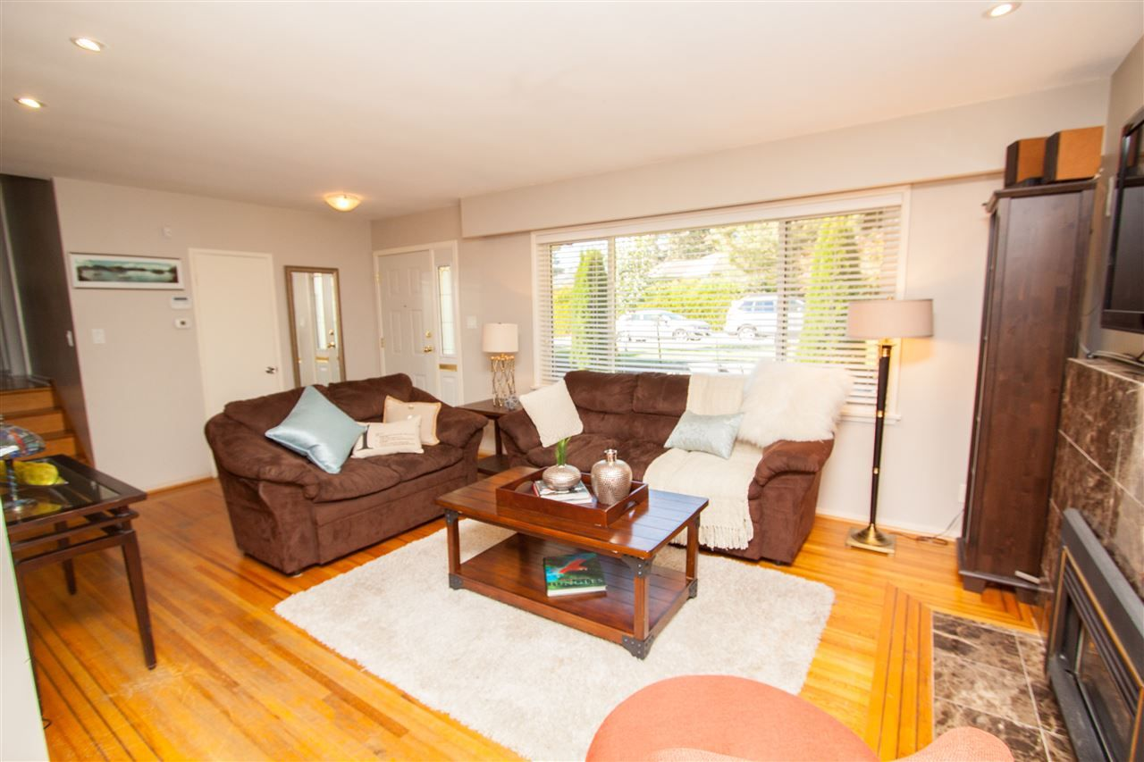 "Photo 6: Photos: 953 DRAYTON Street in North Vancouver: Calverhall House for sale in ""CALVERHALL"" : MLS®# R2112322"