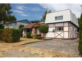 Photo 1: 994 McBriar Ave in VICTORIA: SE Lake Hill House for sale (Saanich East)  : MLS®# 707722
