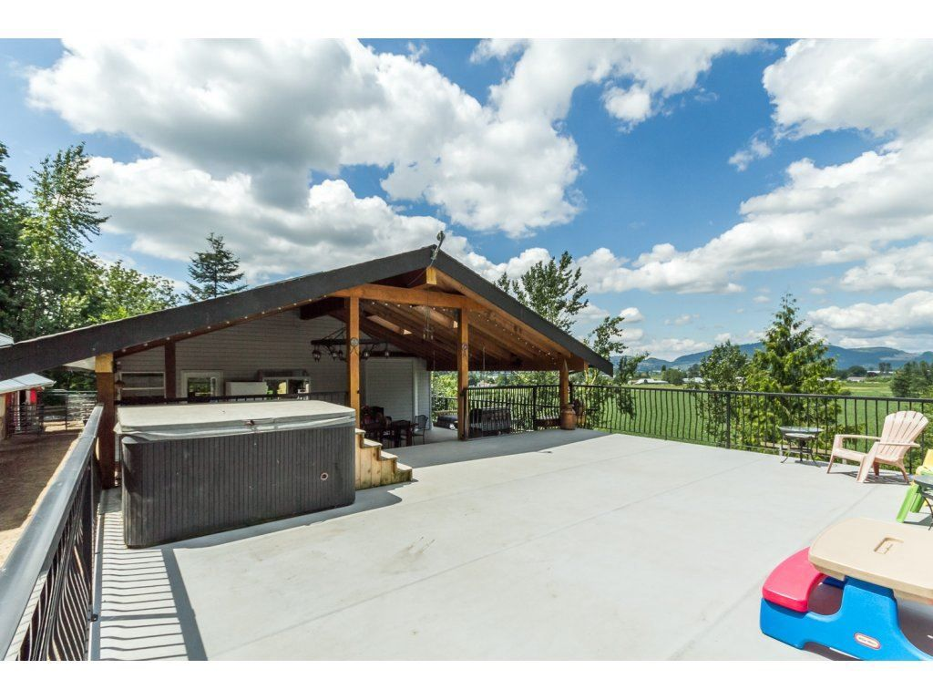 """Main Photo: 39170 OLD YALE Road in Abbotsford: Sumas Prairie House for sale in """"ARNOLD"""" : MLS®# R2197988"""