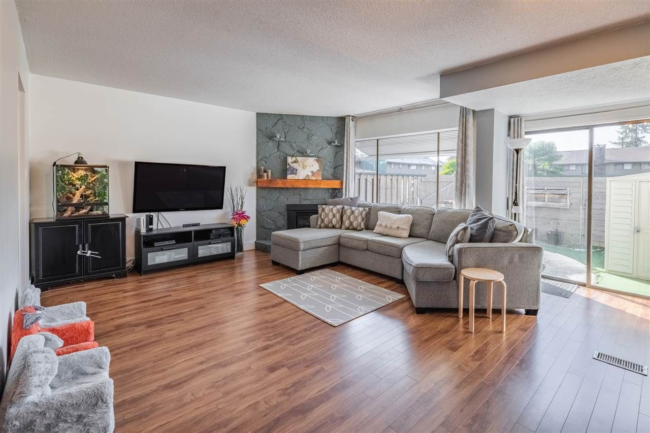 """Main Photo: 16 5850 177B Street in Surrey: Cloverdale BC Townhouse for sale in """"DOGWOOD GARDENS"""" (Cloverdale)  : MLS®# R2530905"""
