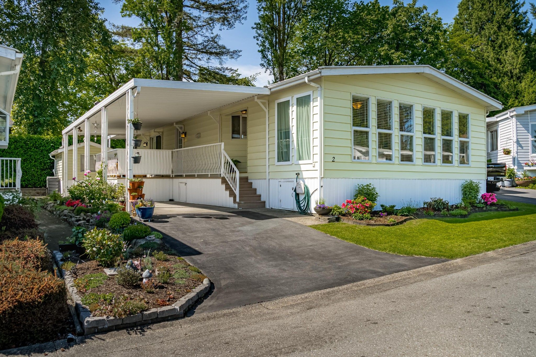 """Main Photo: 2 13507 81 Avenue in Surrey: Queen Mary Park Surrey Manufactured Home for sale in """"Park Boulevard Estates"""" : MLS®# R2460822"""