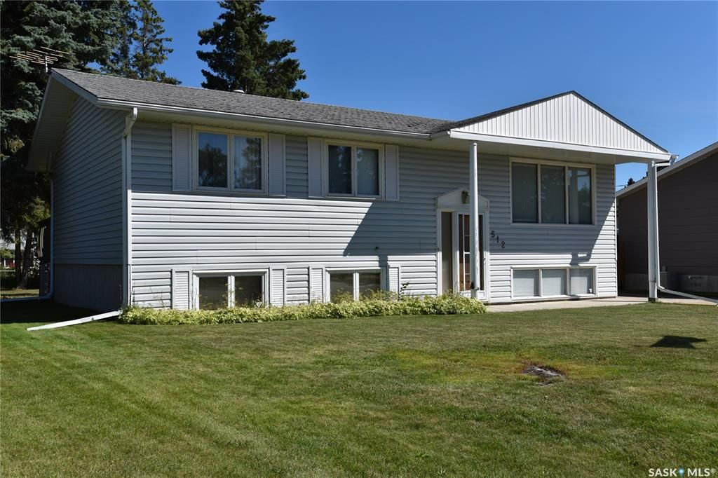 Main Photo: 512 Canawindra Cove in Nipawin: Residential for sale : MLS®# SK820849