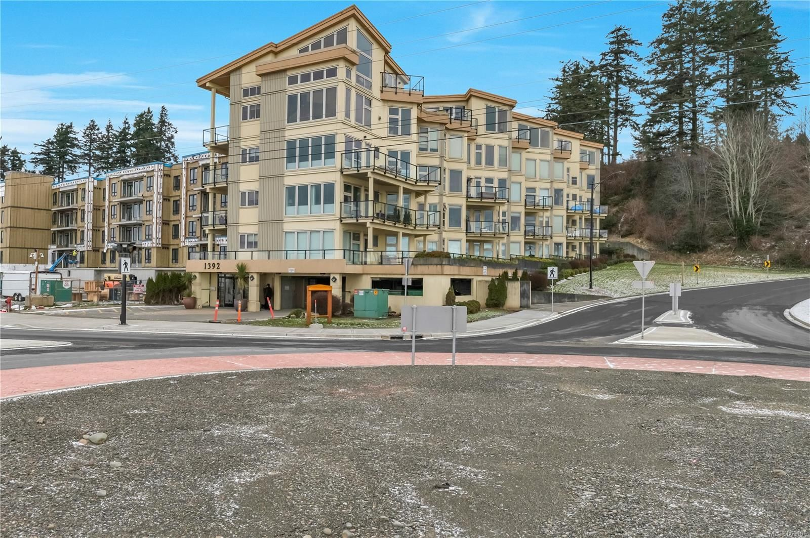 Main Photo: 203 1392 S Island Hwy in : CR Campbell River Central Condo for sale (Campbell River)  : MLS®# 866106