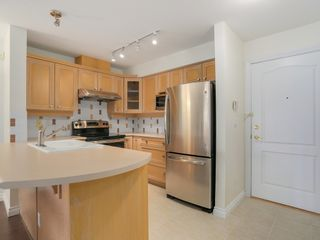 Photo 8: 308 988 West 54th Avenue in Hawthorne House: South Cambie Home for sale ()  : MLS®# R2040205