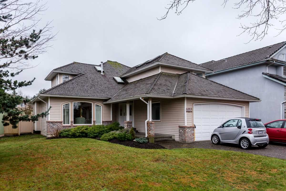 """Main Photo: 20610 90 Avenue in Langley: Walnut Grove House for sale in """"Forest Creek"""" : MLS®# R2034550"""