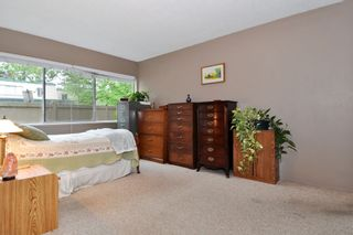 "Photo 11: 720 WESTVIEW Crescent in North Vancouver: Central Lonsdale Condo for sale in ""Cypress Gardens"" : MLS®# R2370300"
