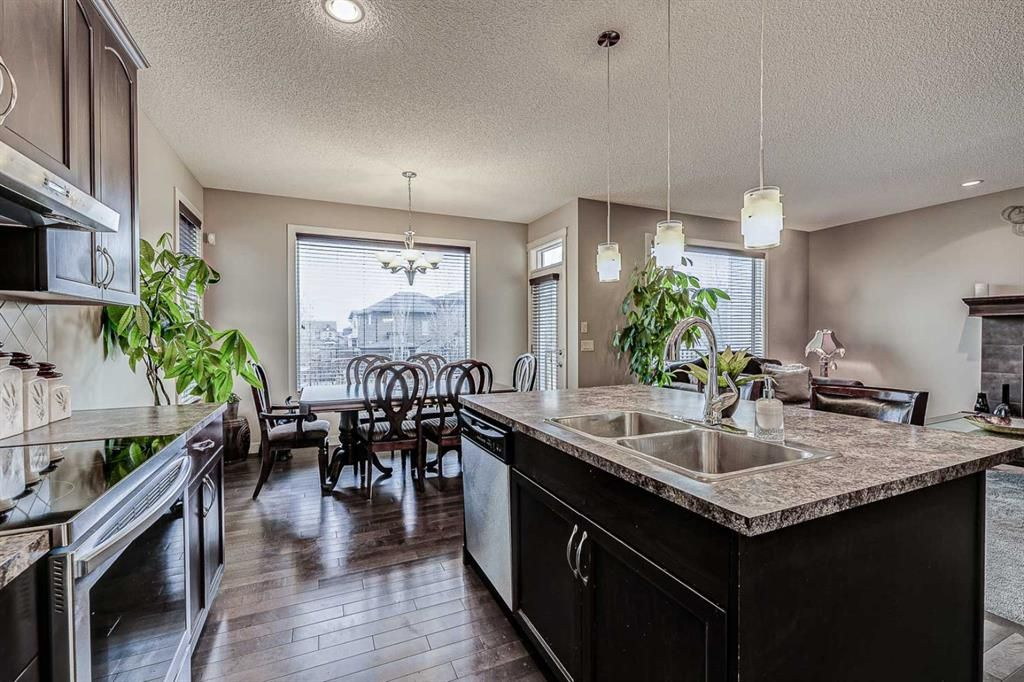 Photo 9: Photos: 200 EVERBROOK Drive SW in Calgary: Evergreen Detached for sale : MLS®# A1102109
