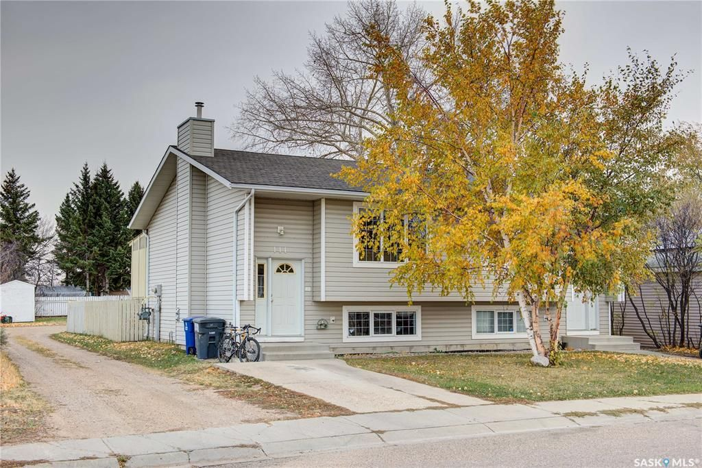 Main Photo: 111 JAMES Street in Saskatoon: Forest Grove Residential for sale : MLS®# SK841736