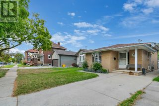 Photo 3: 638 Mckay AVENUE in Windsor: House for sale : MLS®# 21017569