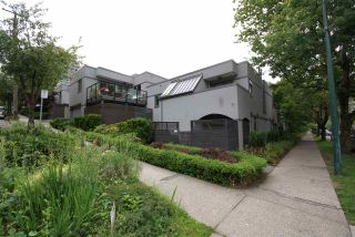 """Photo 1: 1310 W 7TH Avenue in Vancouver: Fairview VW Townhouse for sale in """"FAIRVIEW VILLAGE"""" (Vancouver West)  : MLS®# R2177755"""