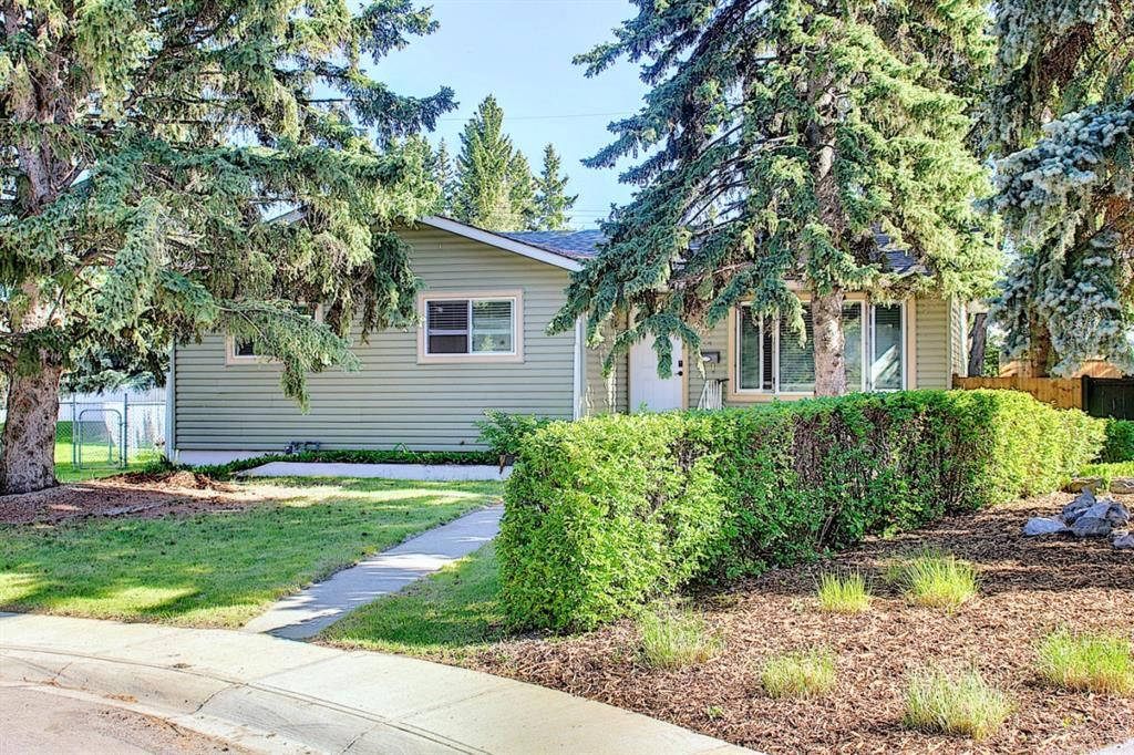 Main Photo: 44 Hardisty Place SW in Calgary: Haysboro Detached for sale : MLS®# A1116094