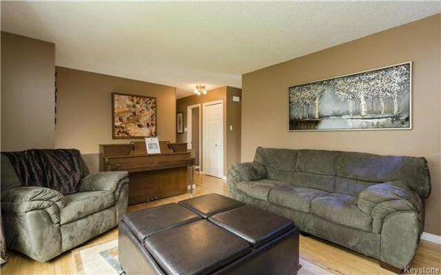 Photo 4: Photos: 11 Gretna Bay in Winnipeg: Meadowood Residential for sale (2E)  : MLS®# 1712947