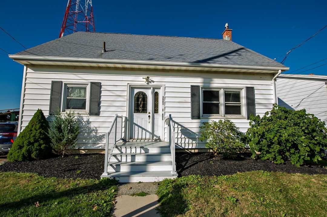 Main Photo: 3901/3903 Kencrest Avenue in Halifax: 3-Halifax North Multi-Family for sale (Halifax-Dartmouth)  : MLS®# 202023001