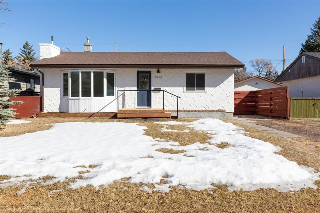 Main Photo: 8812 34 Avenue NW in Calgary: Bowness Detached for sale : MLS®# A1083626