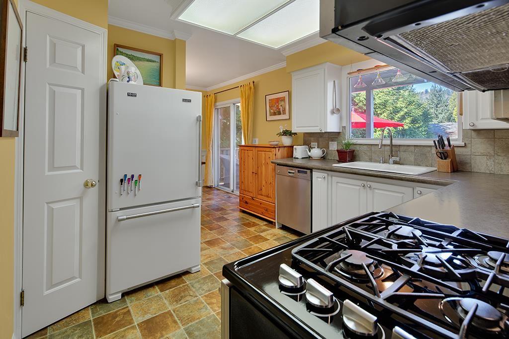 "Photo 7: Photos: 885 EILDON Street in Port Moody: Glenayre House for sale in ""GLENAYRE"" : MLS®# R2553137"