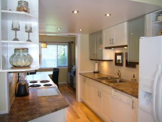 Photo 8: 15818 MCBETH RD in Surrey: King George Corridor Townhouse for sale (South Surrey White Rock)  : MLS®# F1438845