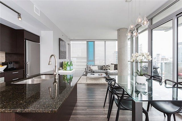 Main Photo: 375 King St W Unit #3307 in Toronto: Waterfront Communities C1 Condo for sale (Toronto C01)  : MLS®# C3695020
