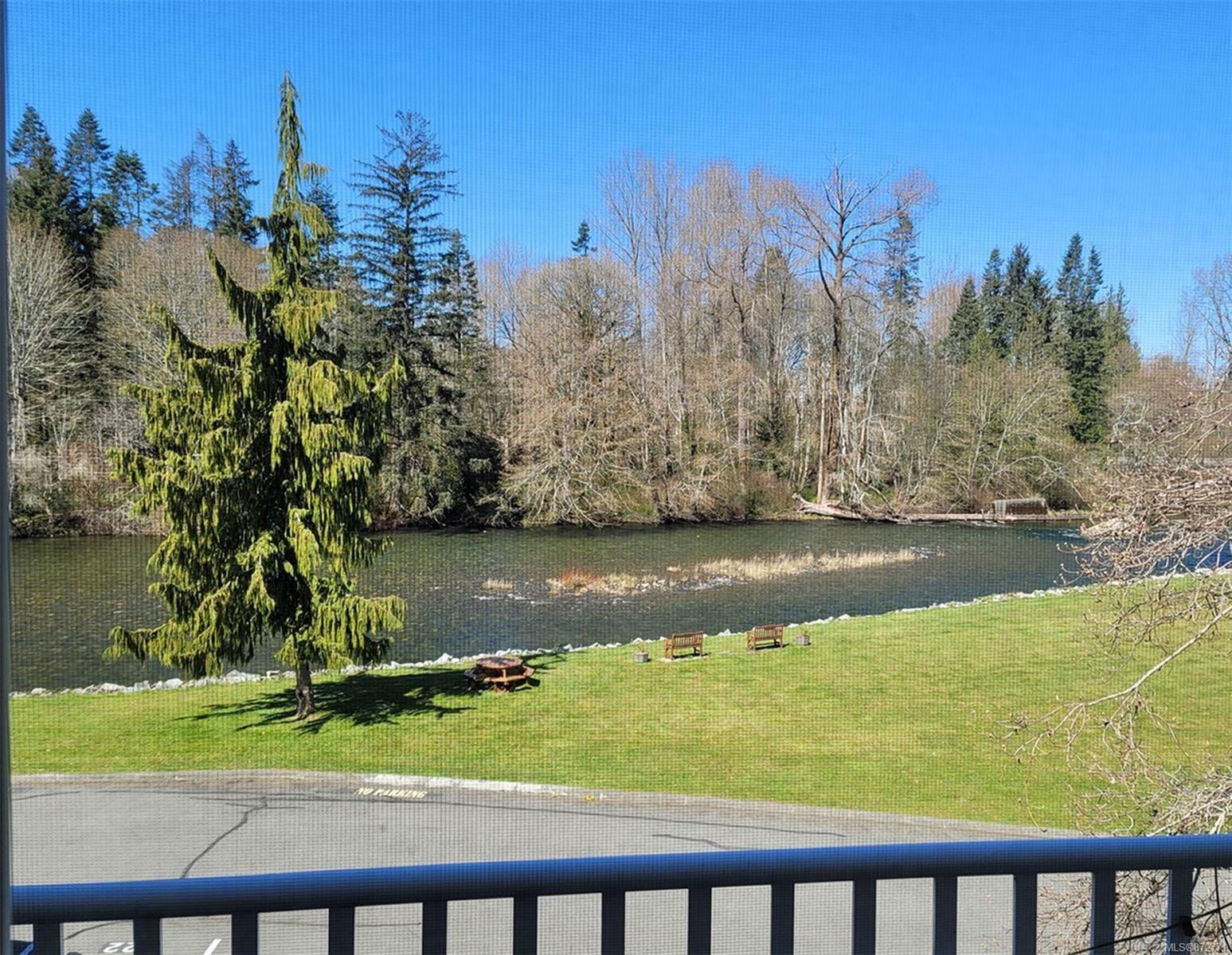 Photo 3: Photos: 305 205 1st St in : CV Courtenay City Condo for sale (Comox Valley)  : MLS®# 872771