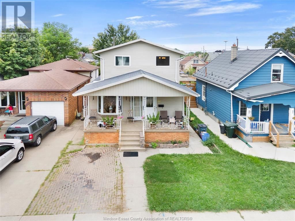 Main Photo: 1733 ELSMERE in Windsor: House for sale : MLS®# 21017499