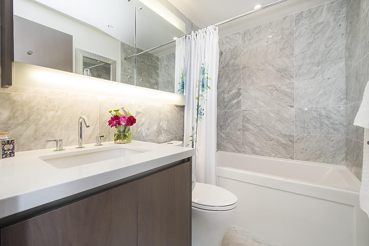 """Photo 11: Photos: 1908 68 SMITHE Street in Vancouver: Downtown VW Condo for sale in """"1 PACIFIC"""" (Vancouver West)  : MLS®# R2244187"""