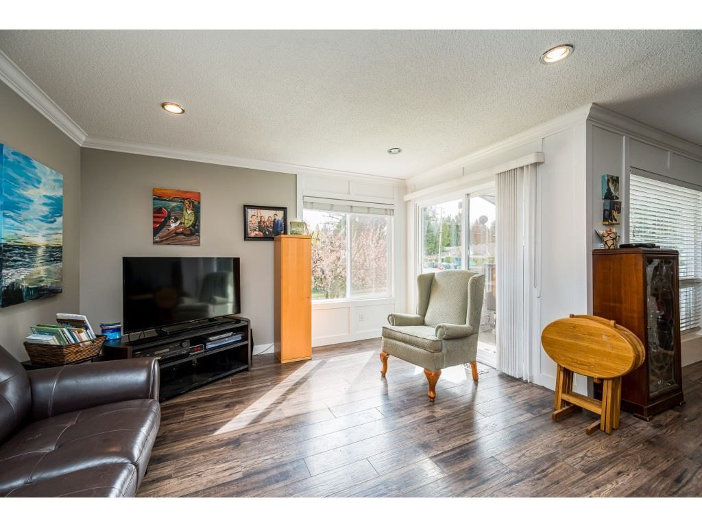 Photo 4: Photos: 20305 50 AVENUE in Langley: Langley City House for sale : MLS®# R2561802