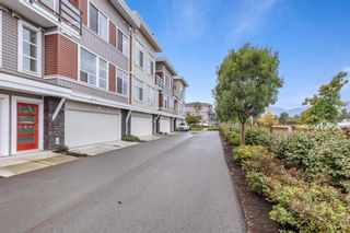 """Photo 2: 2 8466 MIDTOWN Way in Chilliwack: Chilliwack W Young-Well Townhouse for sale in """"MIDTOWN II"""" : MLS®# R2621321"""
