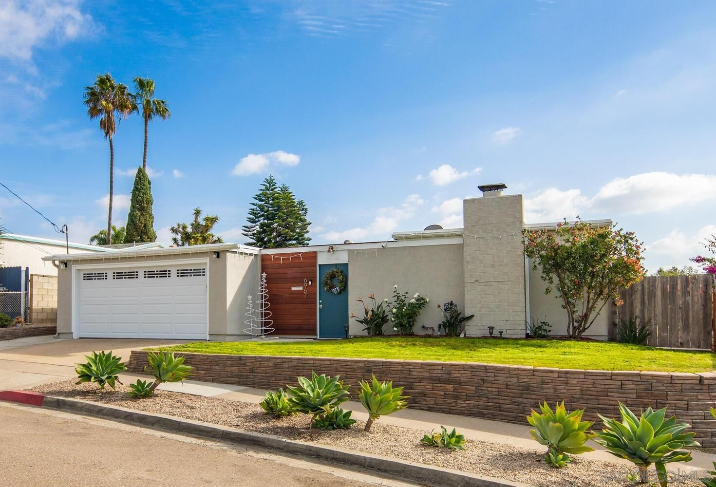 Main Photo: CLAIREMONT House for sale : 3 bedrooms : 6967 Beagle St in San Diego