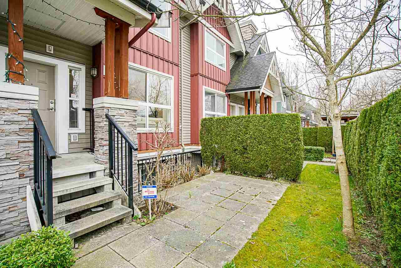 """Main Photo: 3284 E 54TH Avenue in Vancouver: Champlain Heights Townhouse for sale in """"BRITTANY"""" (Vancouver East)  : MLS®# R2559656"""